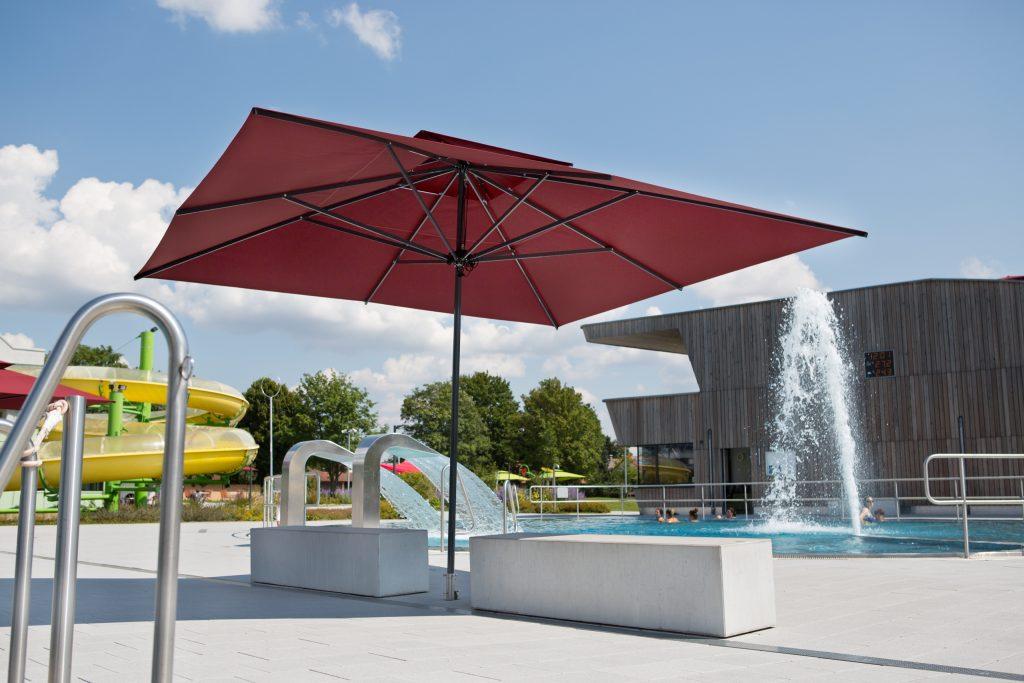 Dupont Kine Caravita parasol-caravita-primus-rouge-carre-avec-toit-anti-vent-piscine